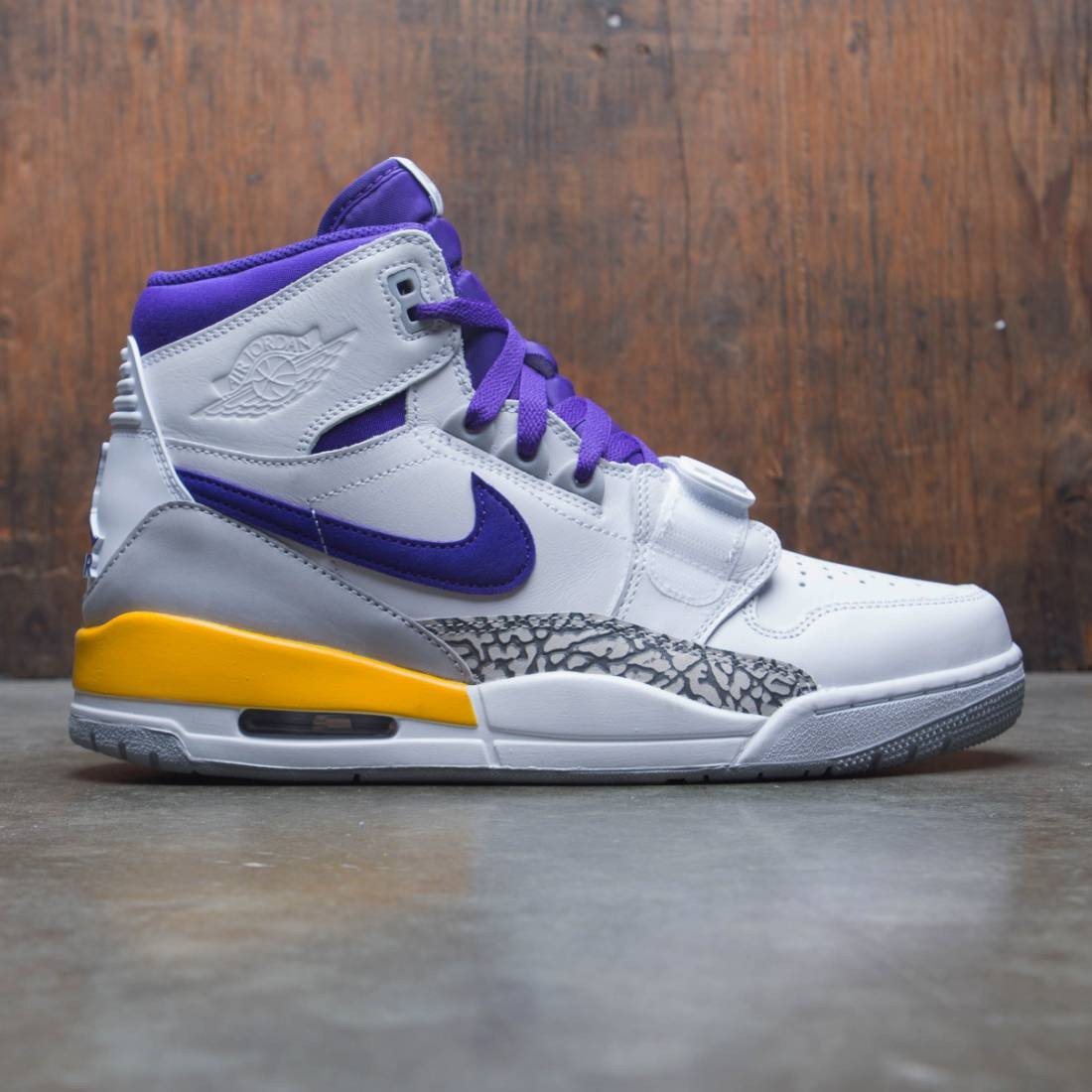 Air Jordan Legacy 312 Men (white / field purple-amarillo)