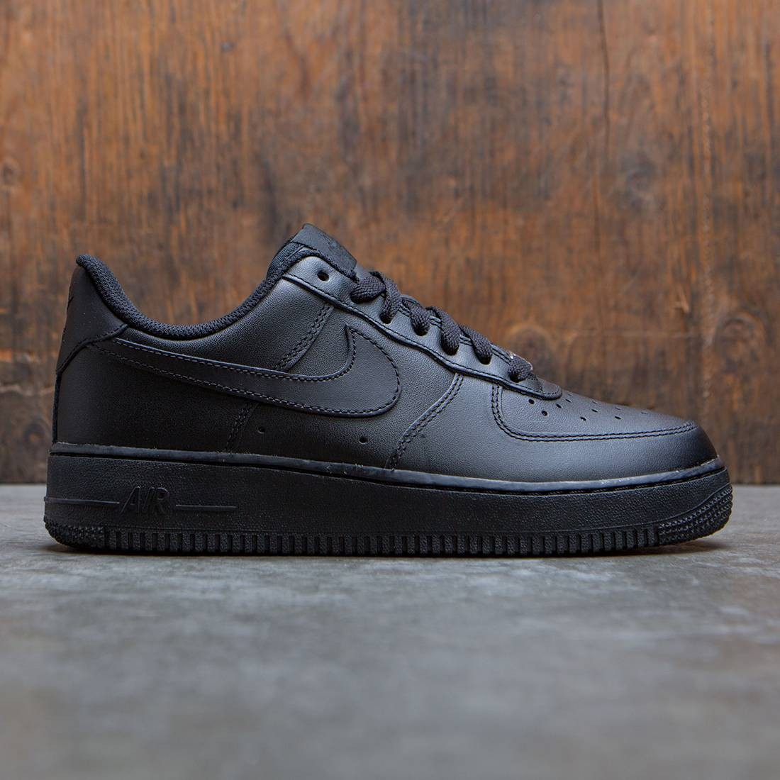 4c6f6f3d090b9 Nike Men Air Force 1 07 Low ( black   black ) AF1