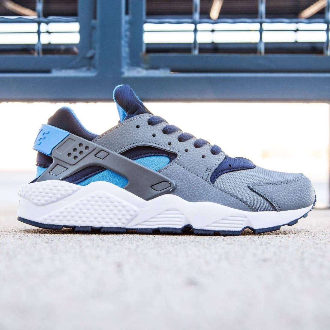 nike men air huarache cool grey  photo blue  midnight navy