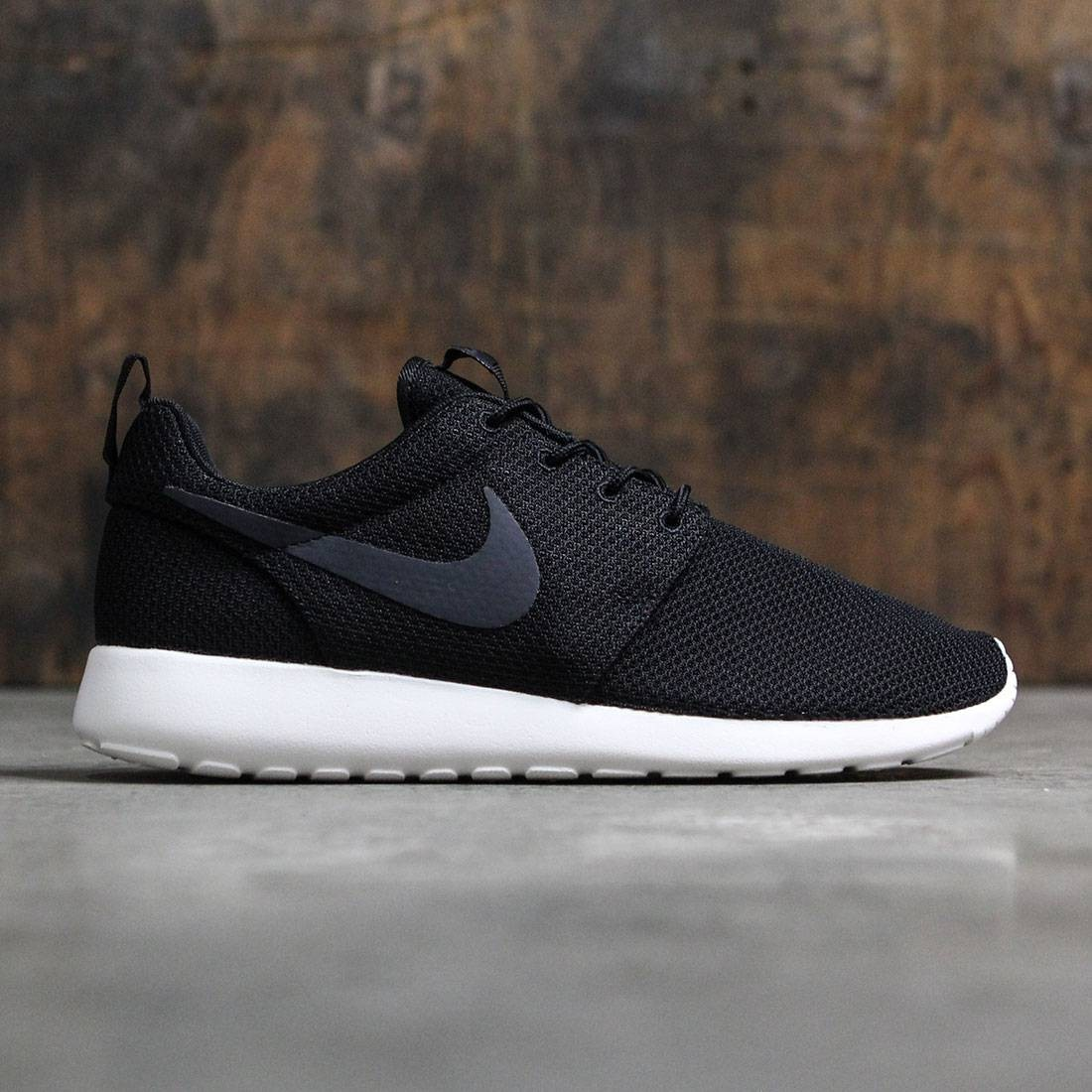 pretty nice 3f8a3 eac74 Nike Men Roshe One (black / white)