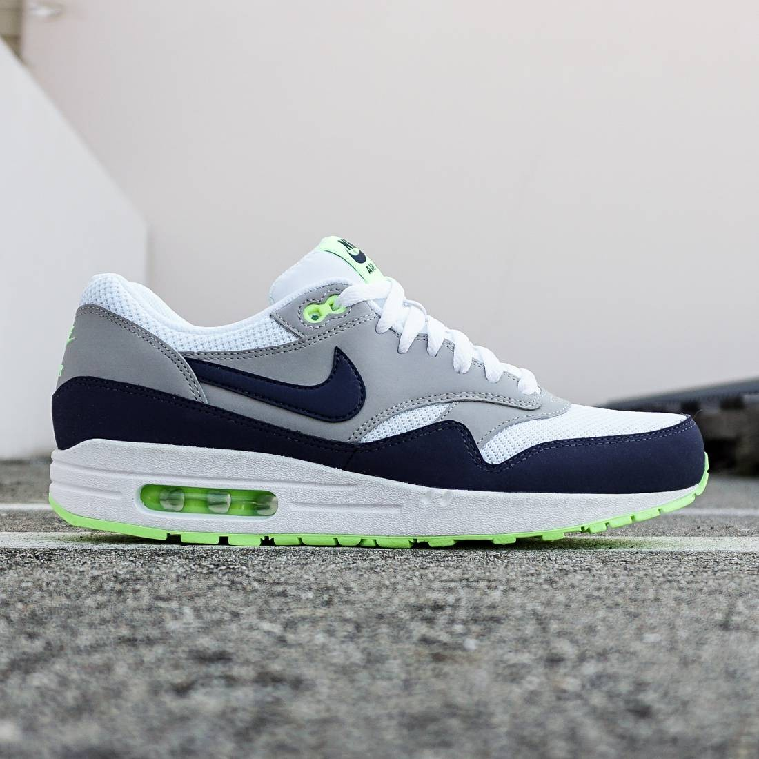 new concept 89819 d7a4d Nike Men Air Max 1 Essential white midnight navy ghost green
