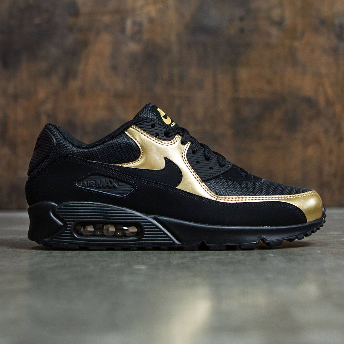 more photos 41fb5 02e9c Nike Men Air Max  90 Essential (black   black-metallic gold)