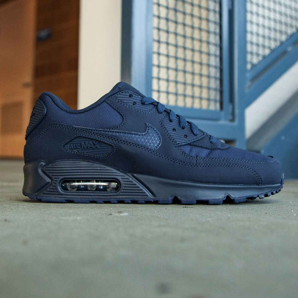competitive price 31248 cd604 Nike Men Air Max 90 Essential (navy   midnight navy)