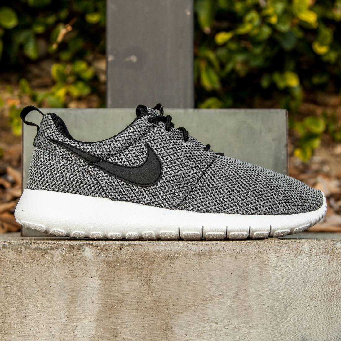 Nike Big Kids Roshe One GS (gray / cool grey / black / white)