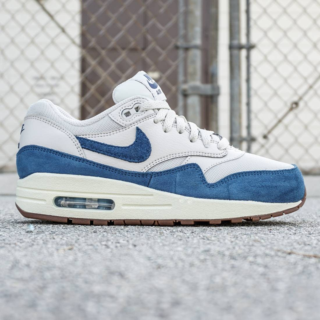 super popular b4464 c4a49 Nike Women Air Max 1 Essential light bone brigade blue-gum medium brown