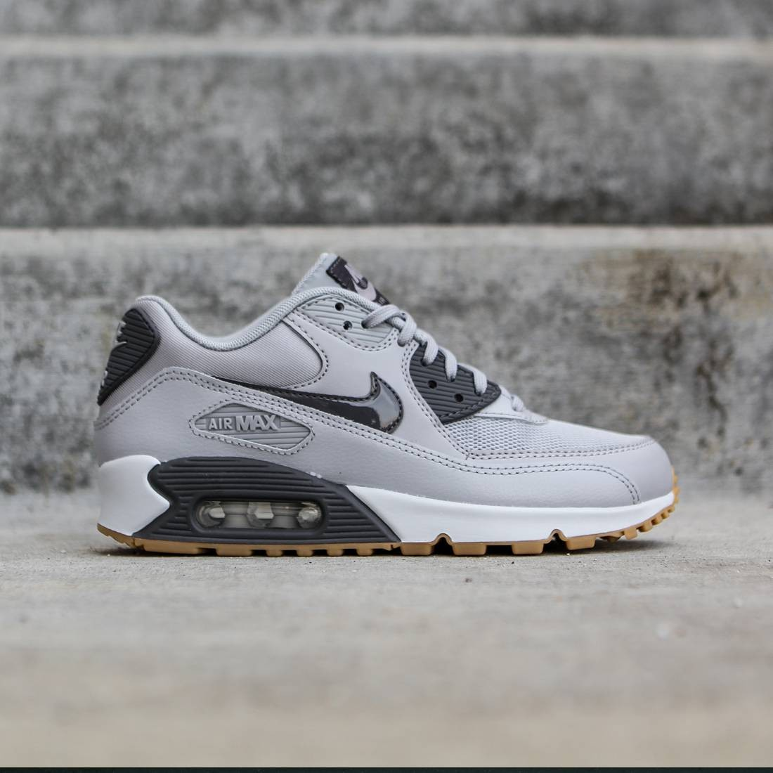 the latest 0590d 08fa6 Nike Women Air Max 90 Essential (gray   wolf grey   dark grey   premium  platinum   gum light)