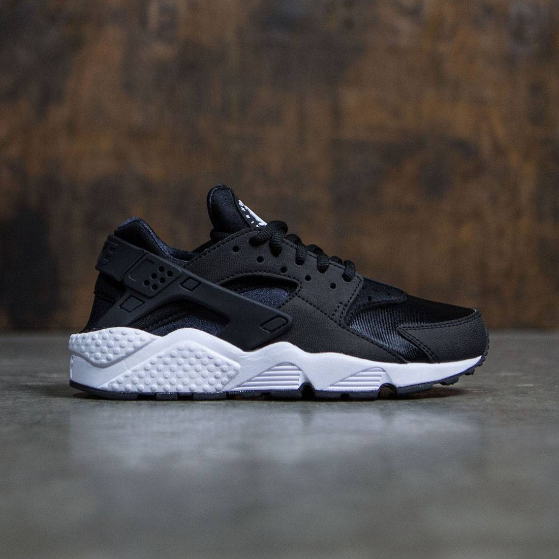 Nike Women Air Huarache Run (black black white)
