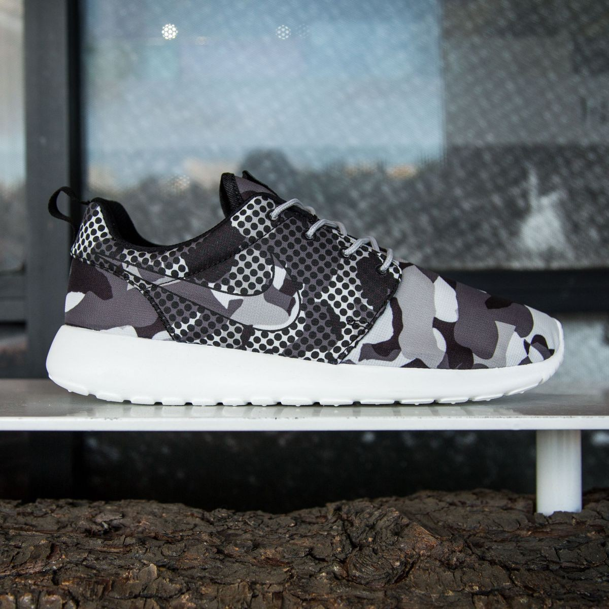 brand new 60ba0 4c51d Nike Men Roshe One Print (white   summit white   black   dark gray)