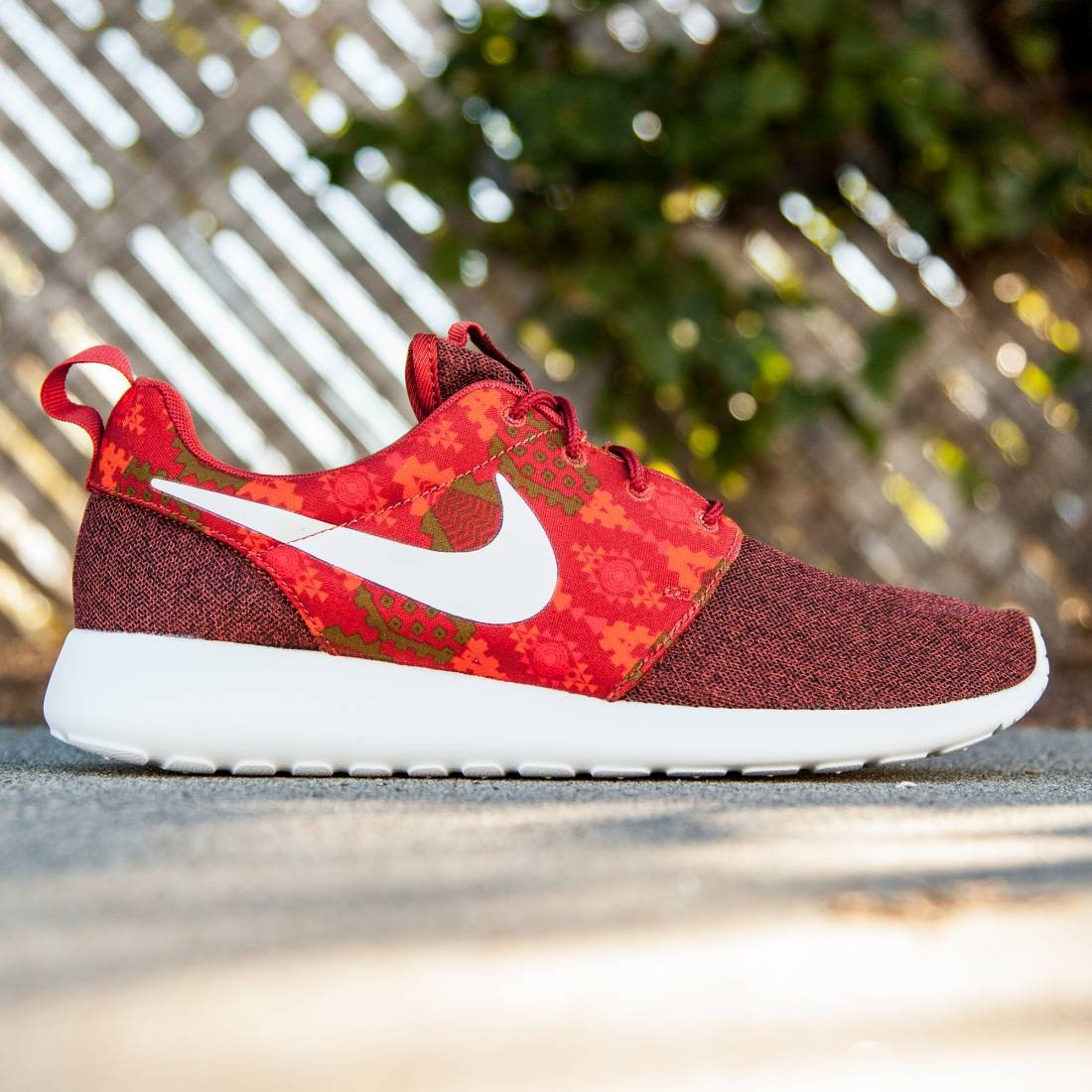 best service 69abf 0686e Nike Men Roshe One Print (burgundy / cinnabar / sail / hay / total orange)