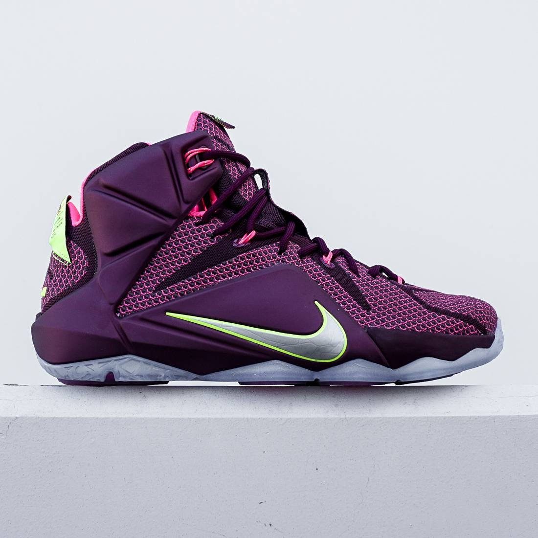 Nike Men LeBron XII - Double Helix (burgundy / pink)