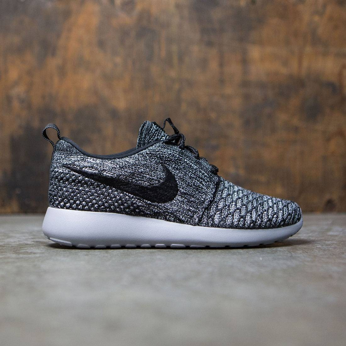 separation shoes b22b8 56565 Nike Women Rosherun Flyknit gray black wolf grey
