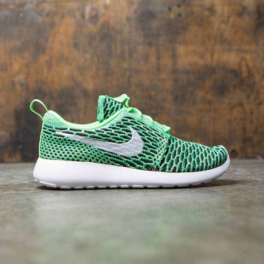the latest c1a8e 4d4de Nike Women Roshe One Flyknit Shoe (voltage green   white-lucid green)