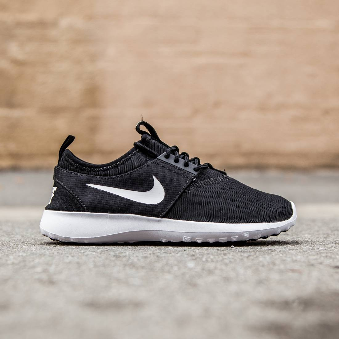 the latest 23ab0 6c79f Nike Women Juvenate (black   white)