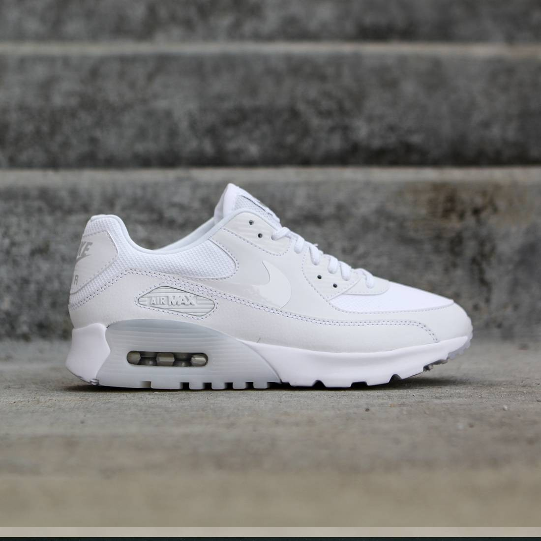 Nike Women Air Max 90 Ultra Essential (white   metallic silver) 7b3c5c9a5f