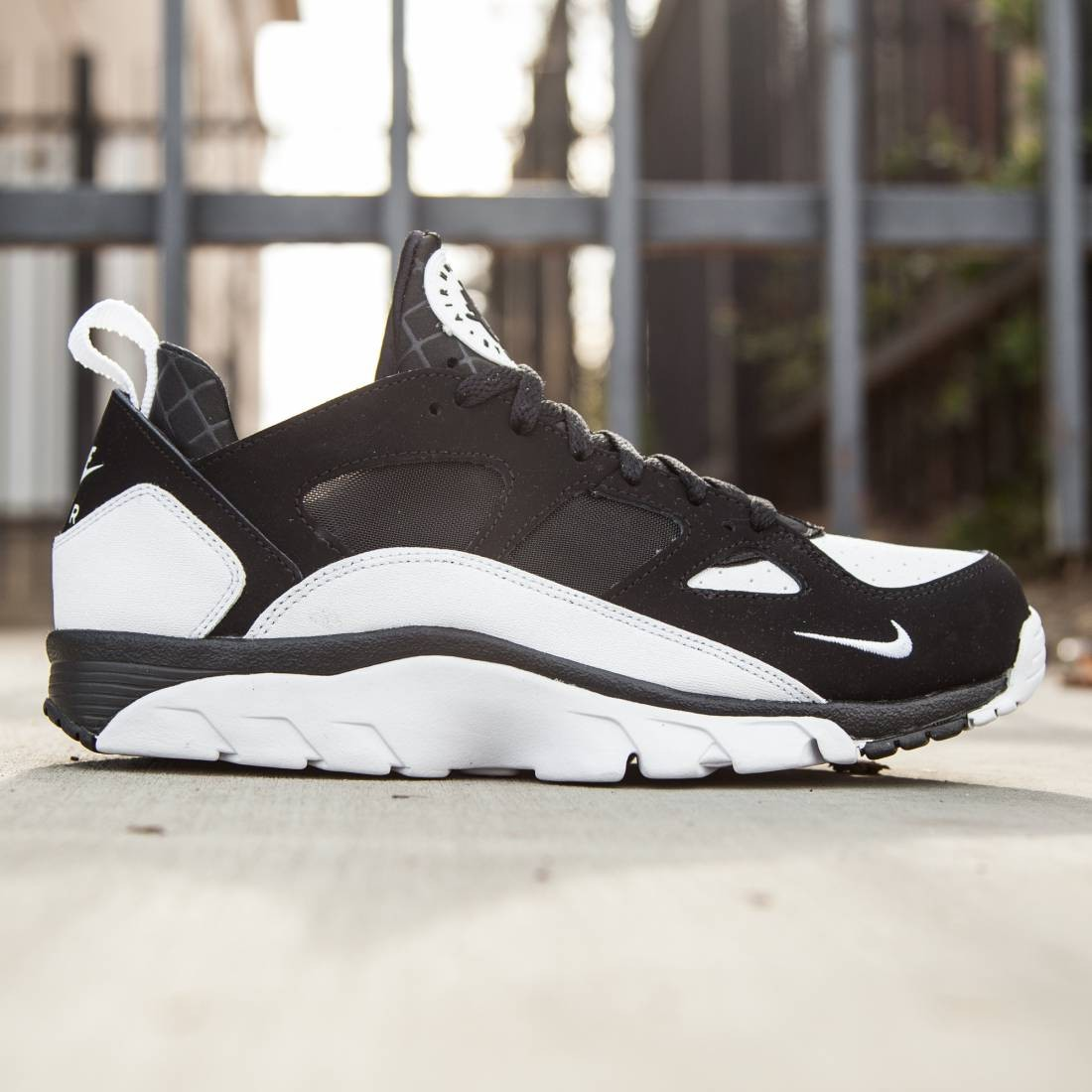 reputable site 14b0f e29f2 Nike Mens Air Trainer Huarache Low black white black