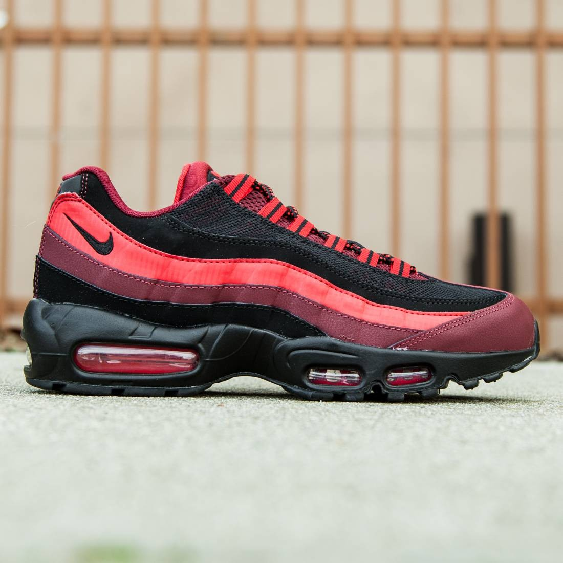 063a8a67f9226 Nike Men Air Max 95 Essential red team red black university red