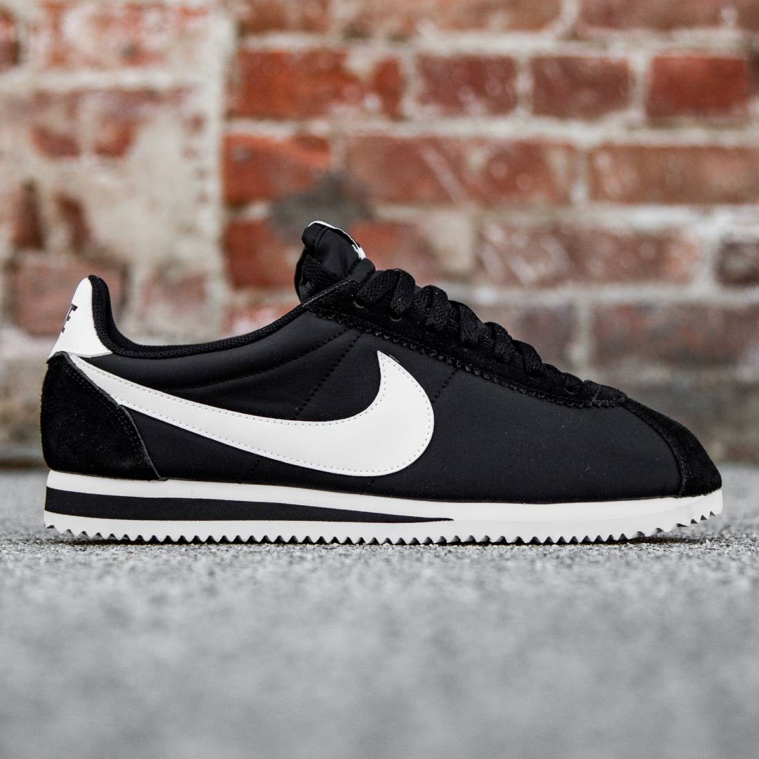 lowest price 1339c fc0e7 Nike Men Classic Cortez Nylon (black   white)