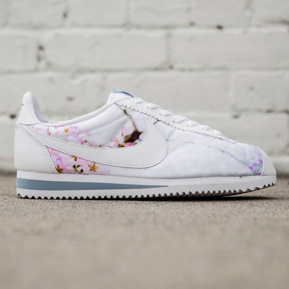 Nike Women Classic Cortez - Cherry Blossom (white   university blue) 9bcf059ce