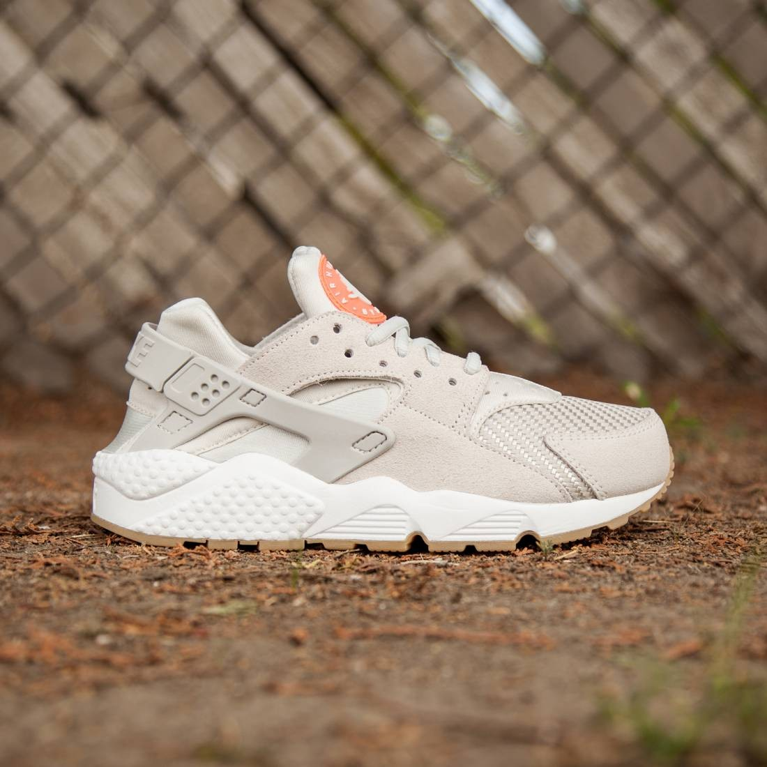 85e3037d3055 Nike Women Air Huarache Run TXT (white   light bone)