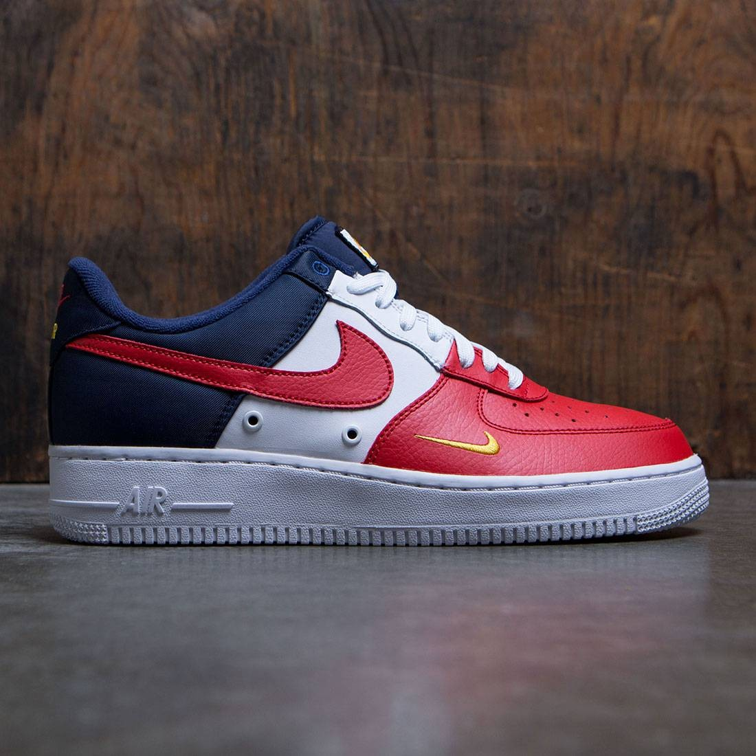 Nike Men Air Force 1 '07 Lv8 (university red / university red)
