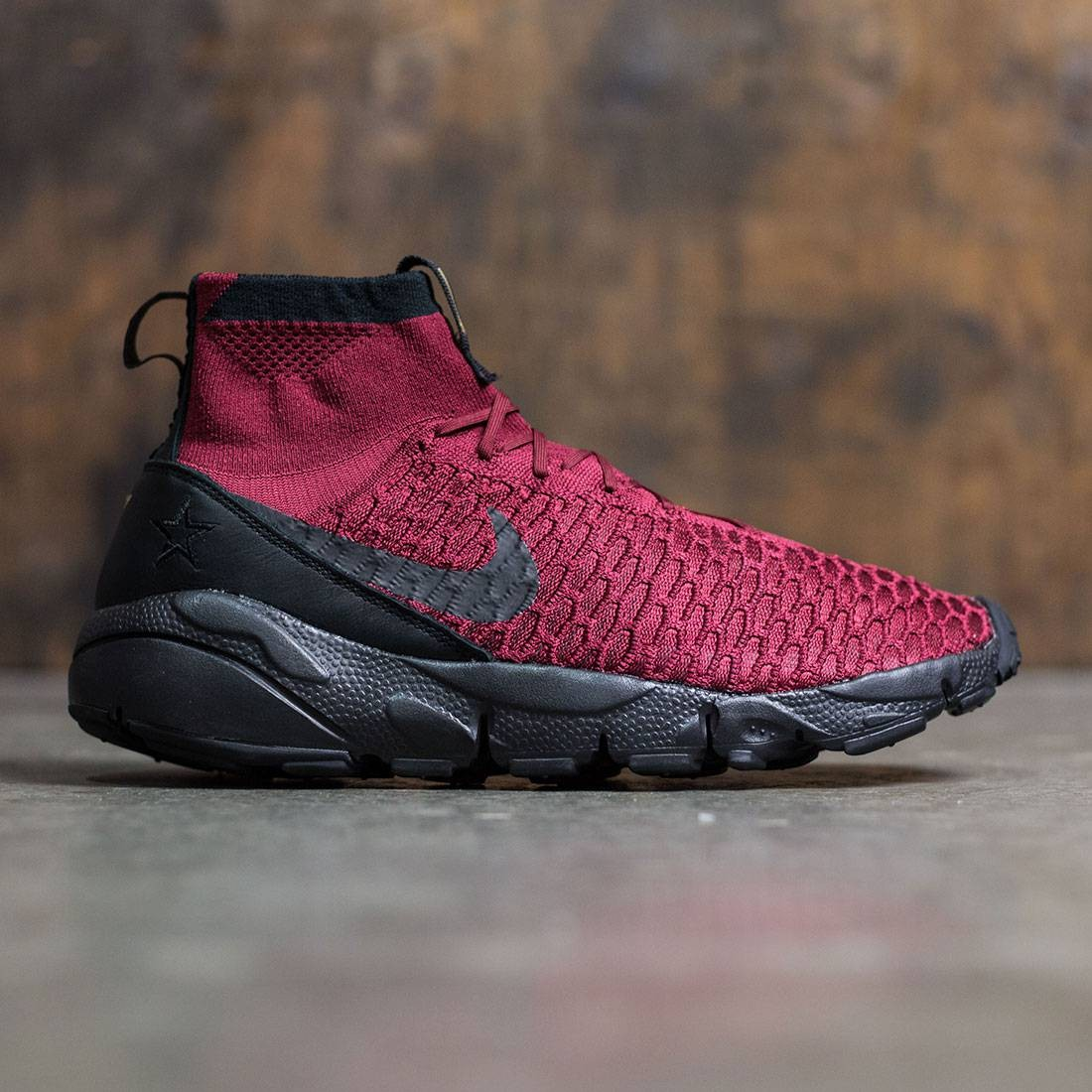 b5289943a1dc25 Nike Men Air Footscape Magista Flyknit Fc (team red   black-team red-metallic  gold)