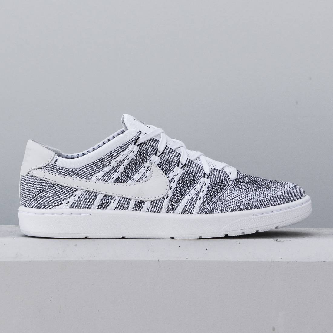 the best attitude 91ba8 13f23 Nike Men Tennis Classic Ultra Flyknit Shoe (white   white-black)