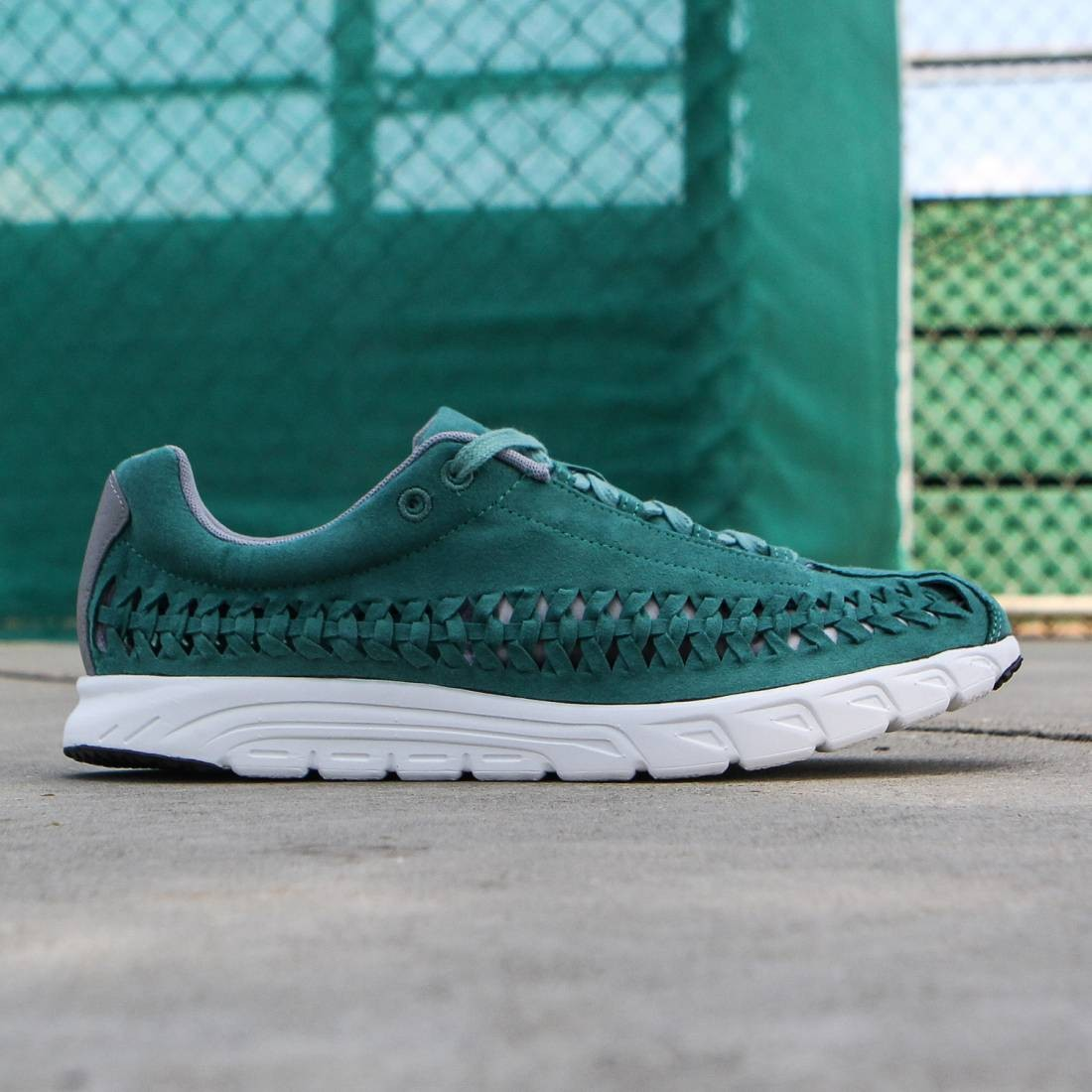 49dc4d8df038 Nike Men Mayfly Woven (jade glaze   summit white   dust)