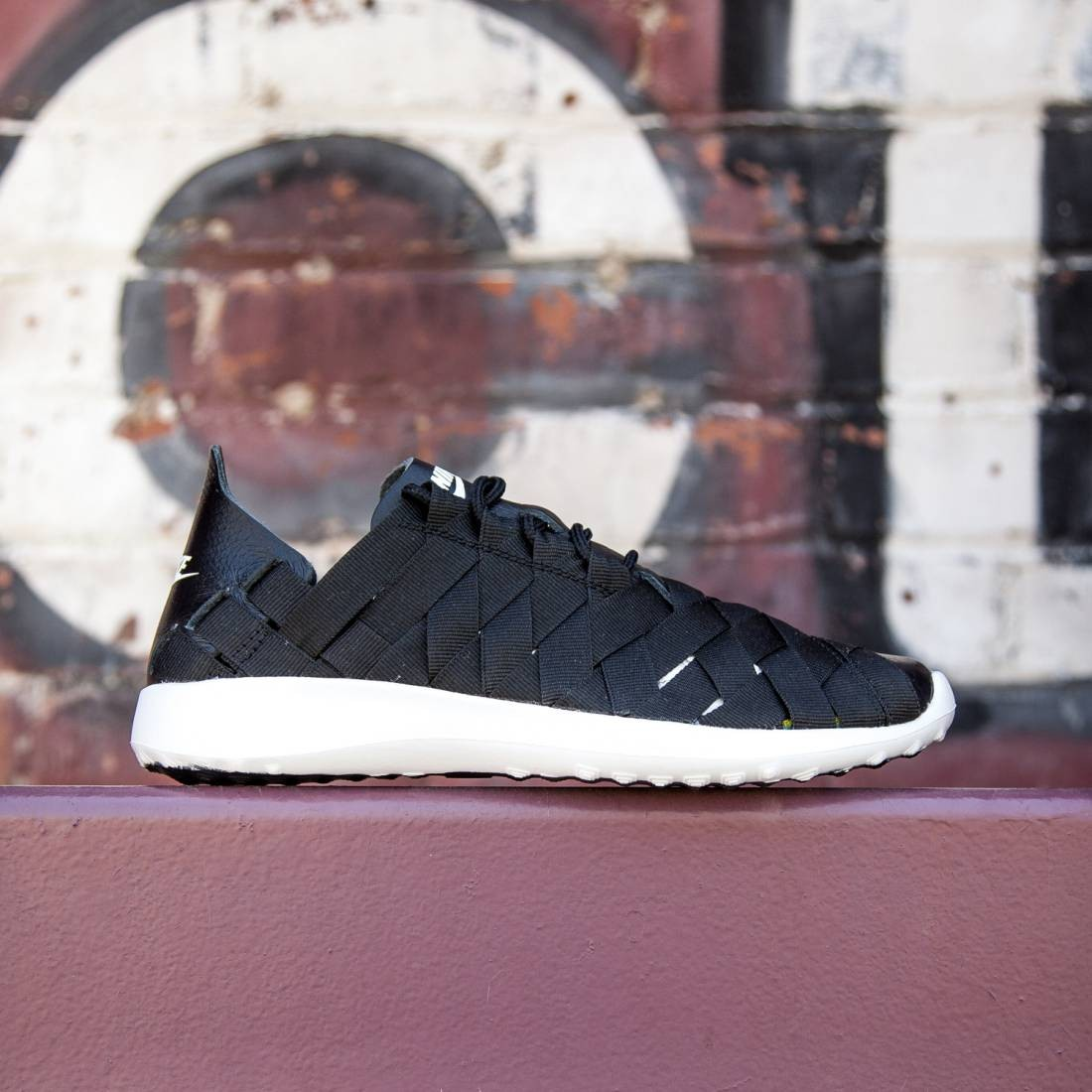 info for 6db17 37d44 Nike Women Juvenate Woven (black white black black)