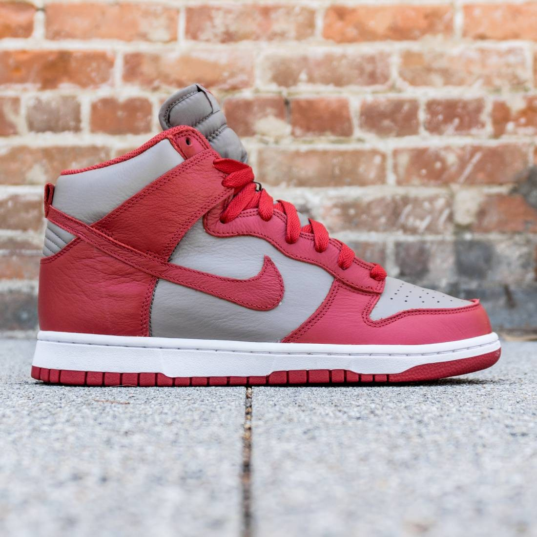 new product 1bfcc a6211 Nike Men Dunk High Retro Qs Unlv (grey / soft grey / university red)