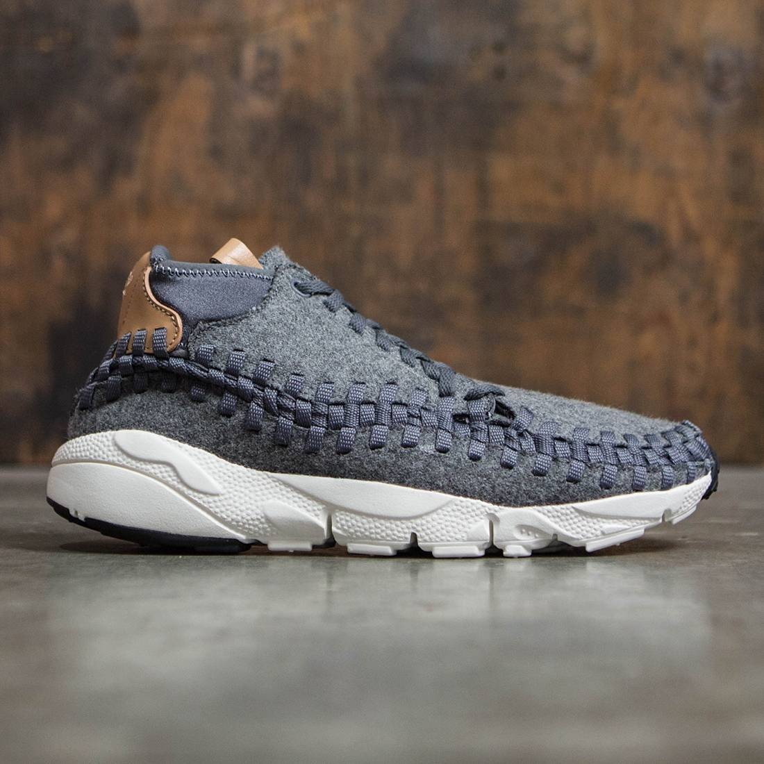 super popular e28a1 ade75 Nike Men Air Footscape Woven Chukka Se (grey   dark grey   sail-vachetta  tan-canyon grey)