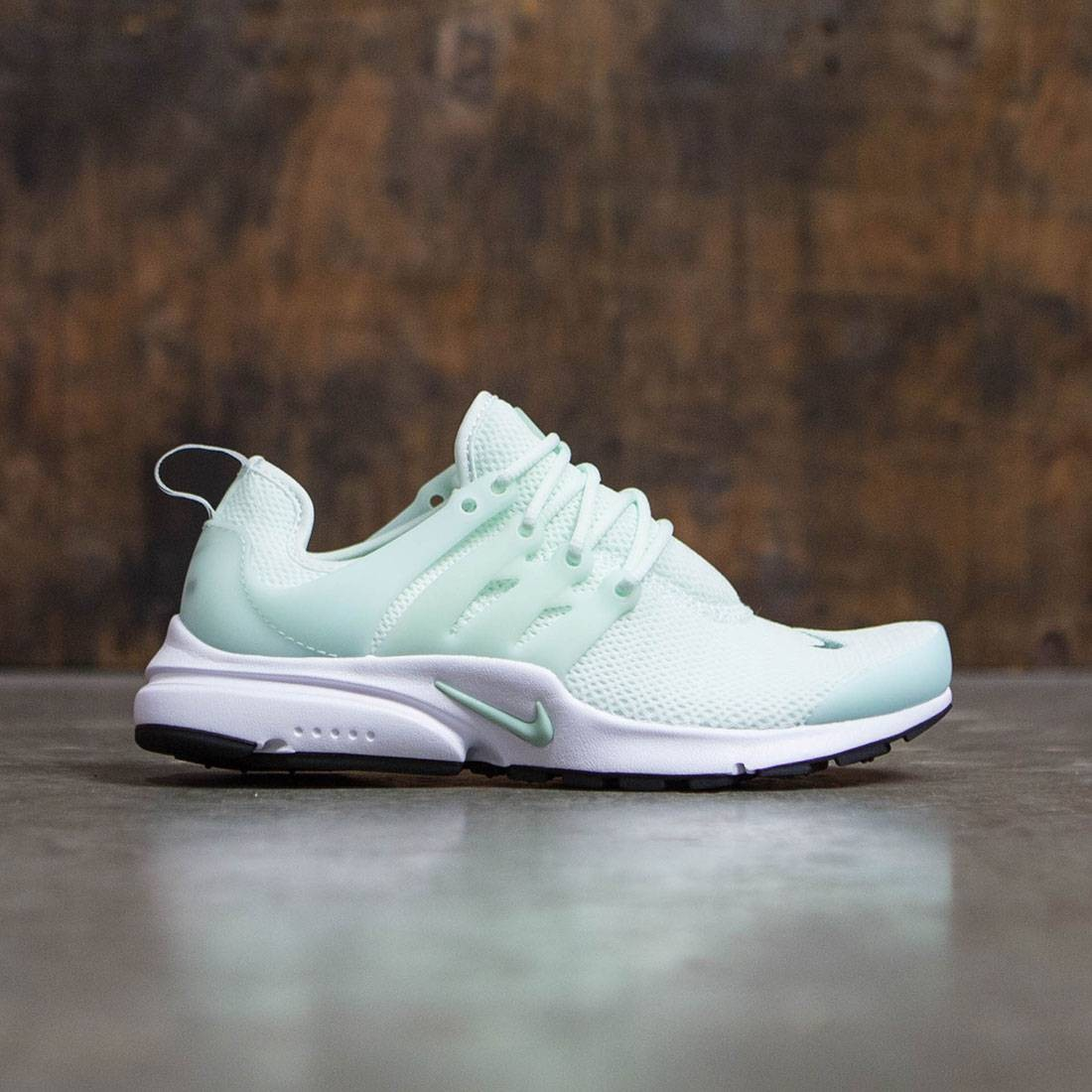 2c36e7448954 Nike Women Air Presto (barely green   enamel green-black-white)