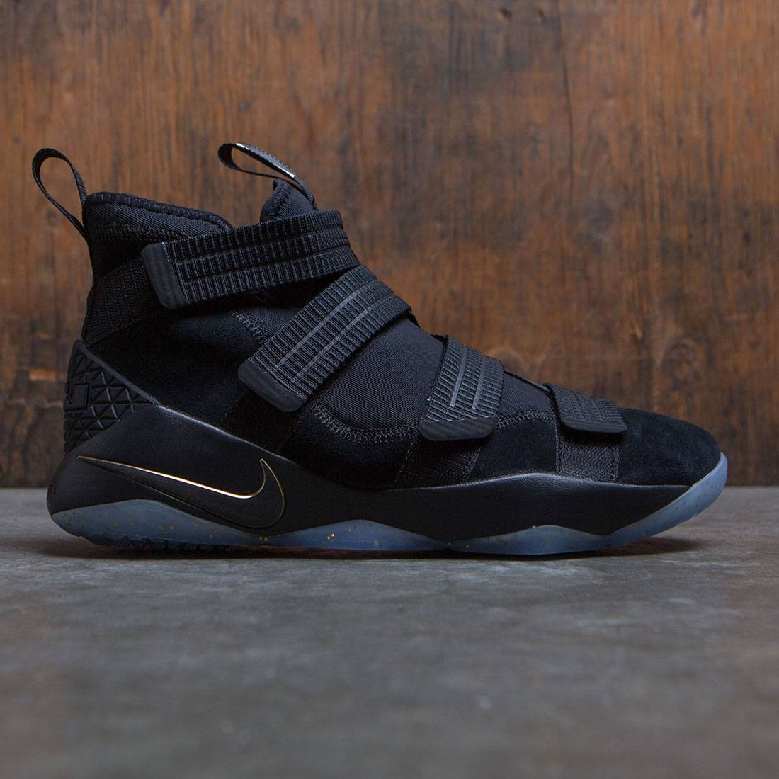 new concept 2db11 ecc0c Nike Men Lebron Soldier Xi Sfg (black / metallic gold-white)