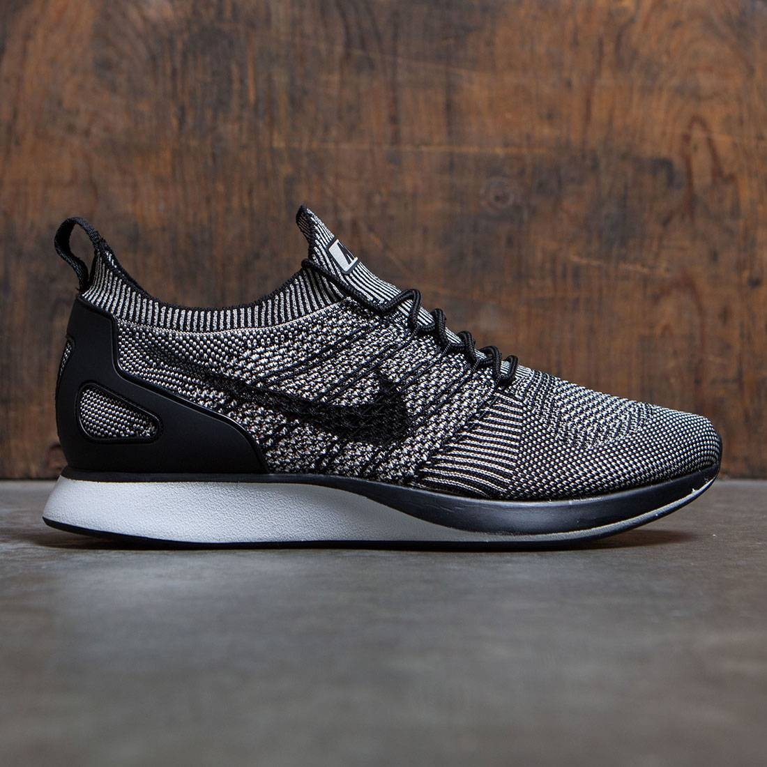 Nike Men Air Zoom Mariah Flyknit Racer (pale grey / black-solar red-white)