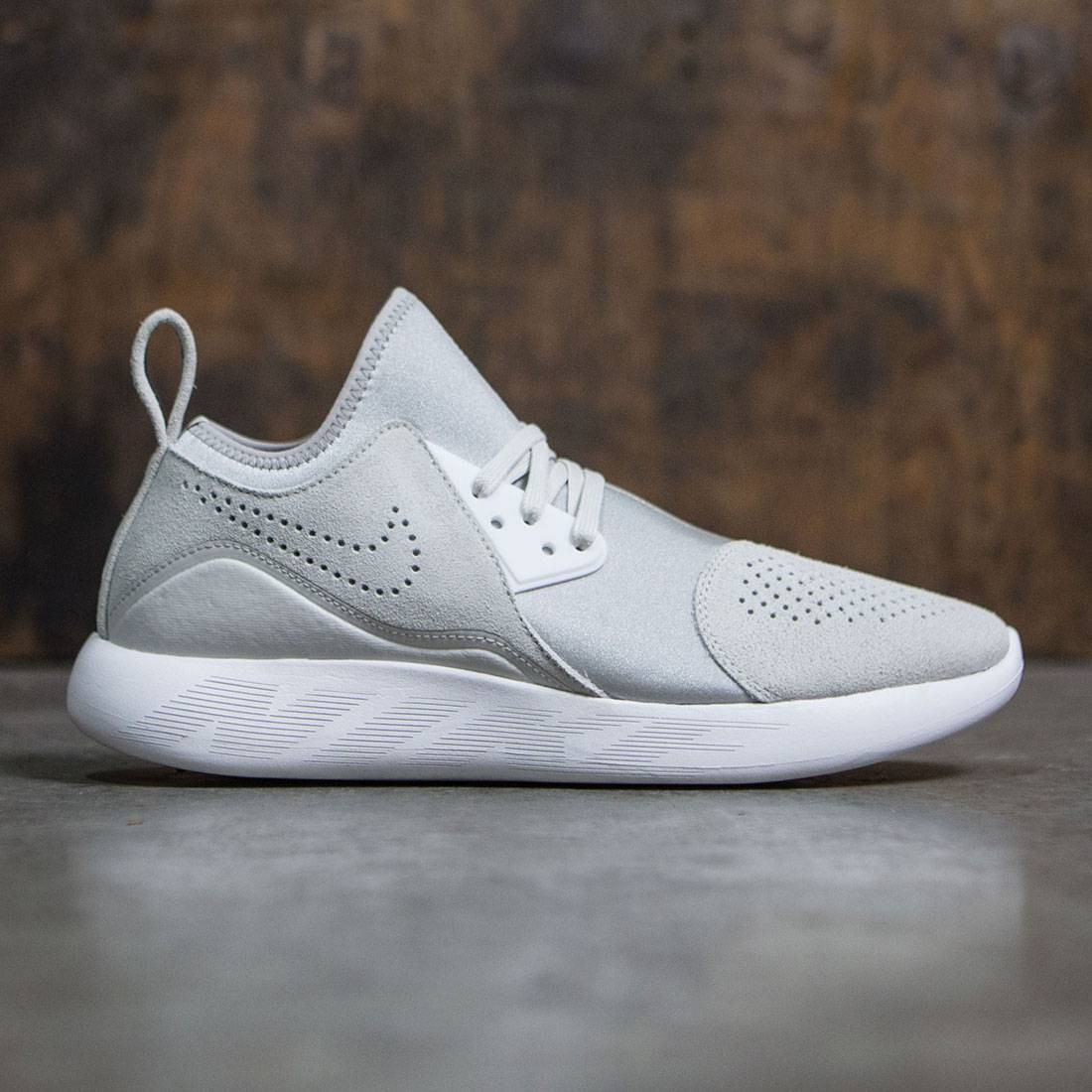 new style 7048f a24ea Nike Men Lunarcharge Premium (light bone   summit white-pale grey-volt)