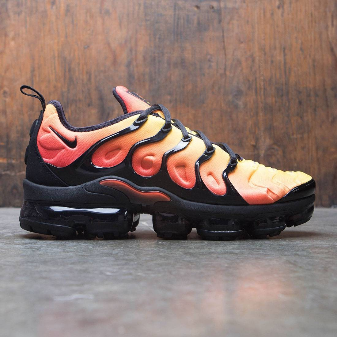 nike men air vapormax plus black black total orange total crimson a07d64248