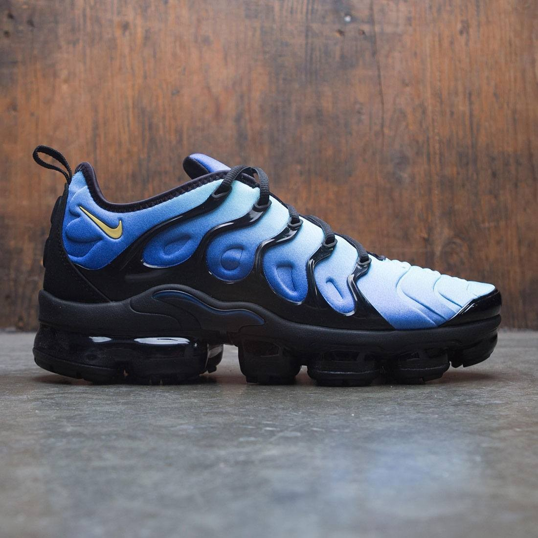 nike men air vapormax plus black chamois hyper blue sky blue 394ed4ba3495