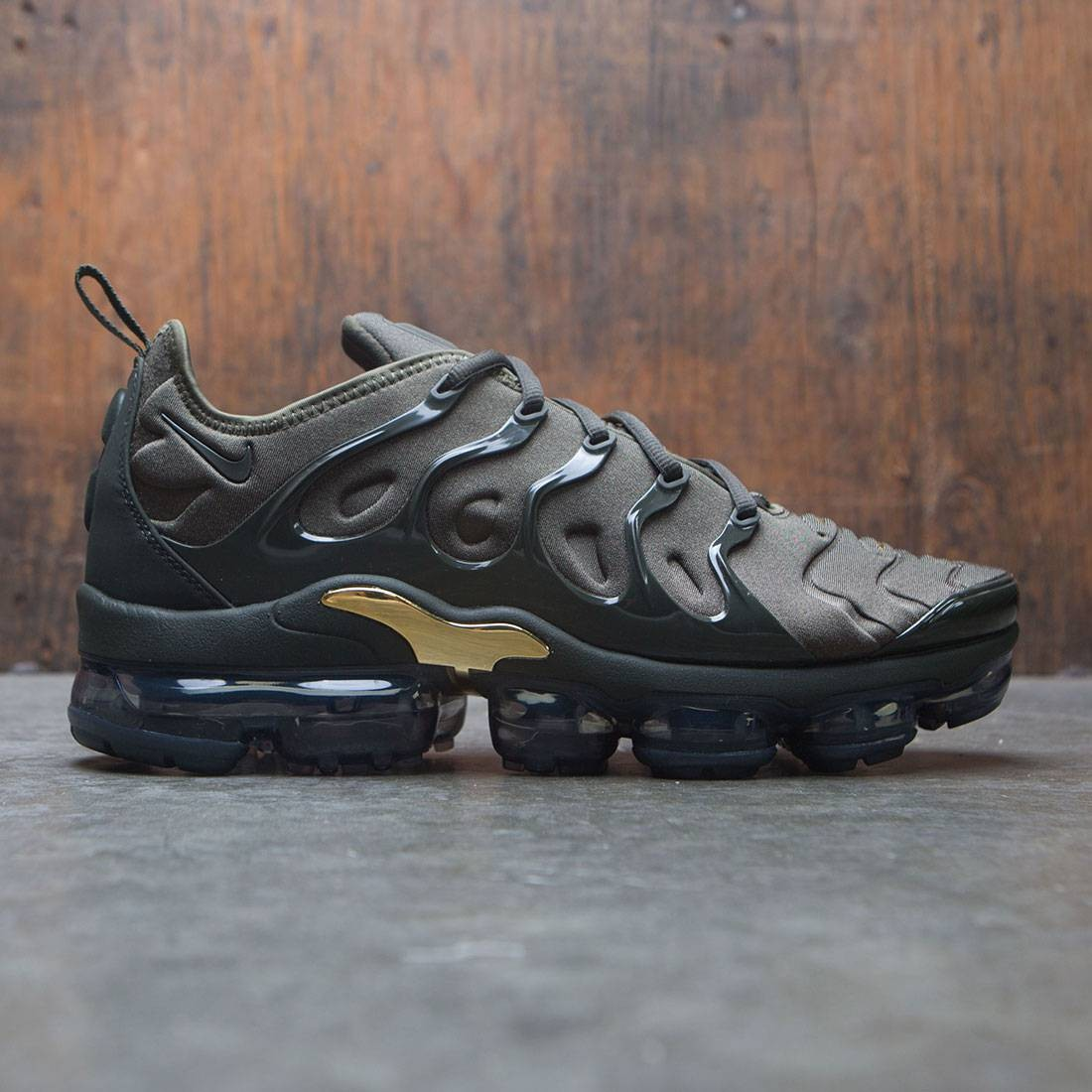 best website cc0b3 ad9c8 Nike Men Air Vapormax Plus (cargo khaki / sequoia-clay green)