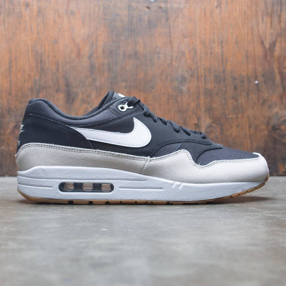 air max 1 black white light bone