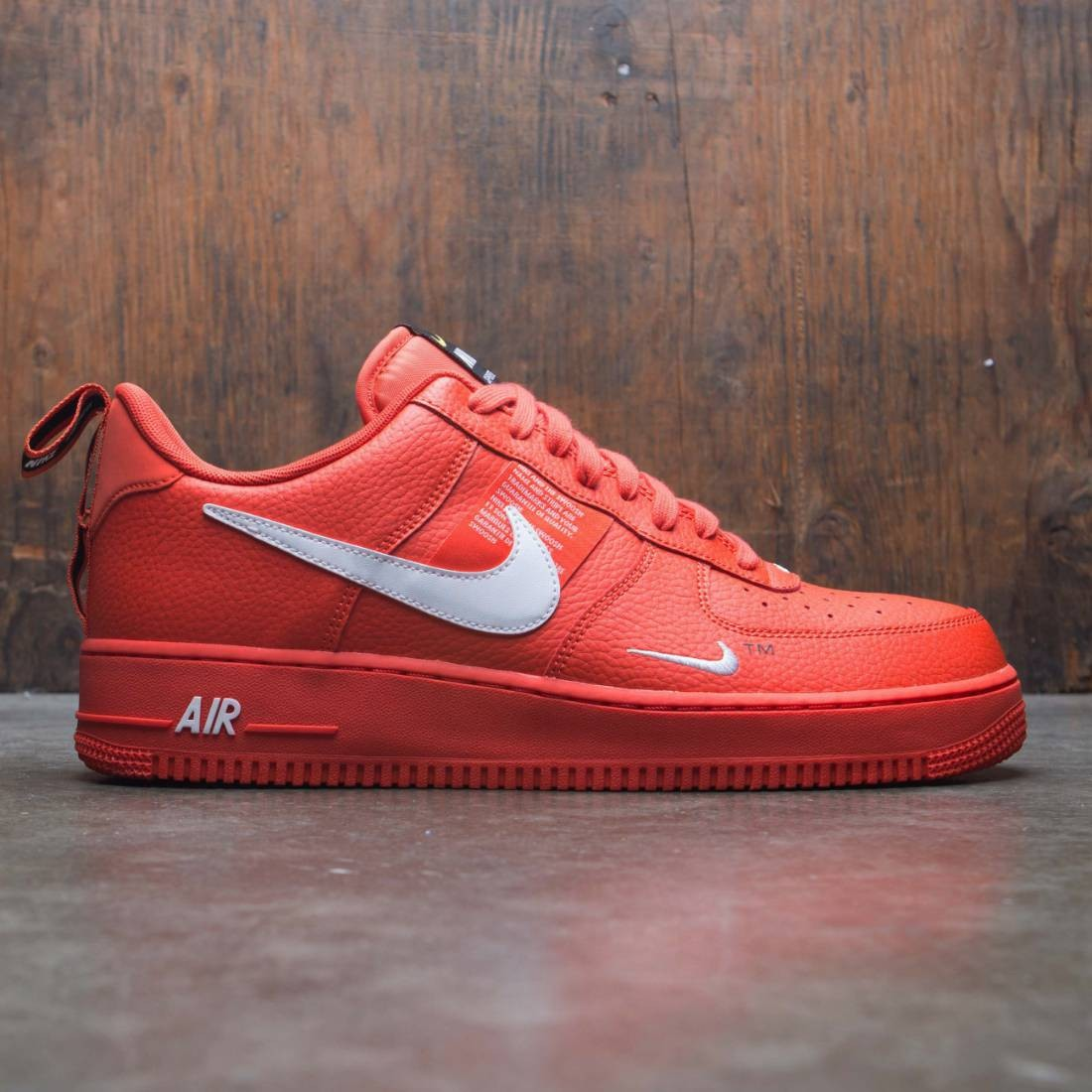 Nike Men Air Force 1 '07 Lv8 Utility (team orange white black tour yellow)
