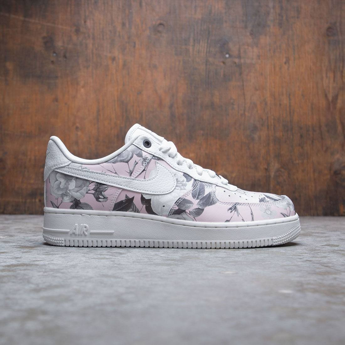 new product e5a63 90f94 Nike Women Air Force 1 '07 Lxx (summit white / summit white-summit white)