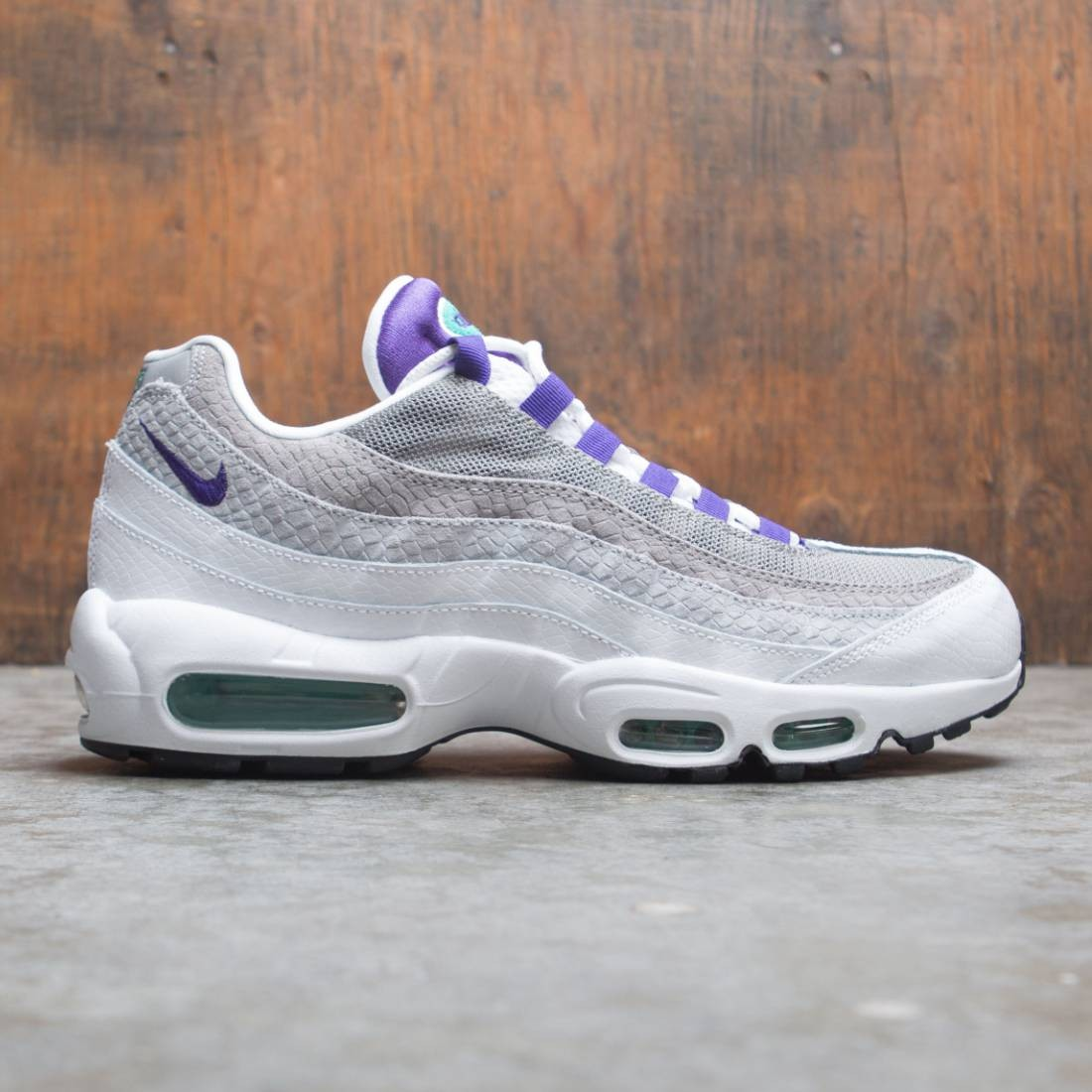 buy popular bc4a5 e925d Nike Men Air Max 95 Lv8 (white / court purple-emerald green)