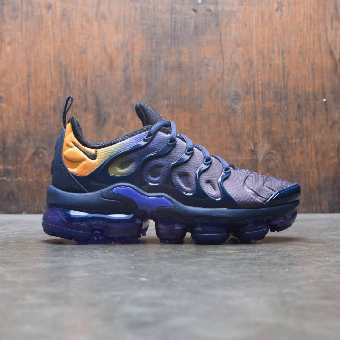 buy popular c4854 46dae Nike Women Air Vapormax Plus (persian violet / black-midnight navy)