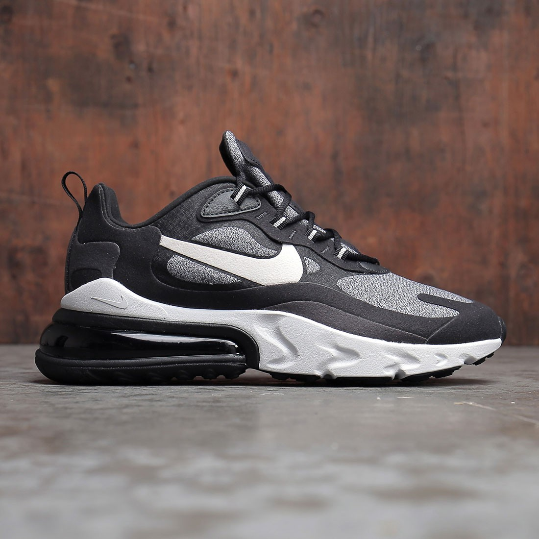 various colors e9c49 b30ee Nike Men Air Max 270 React (black / vast grey-off noir)