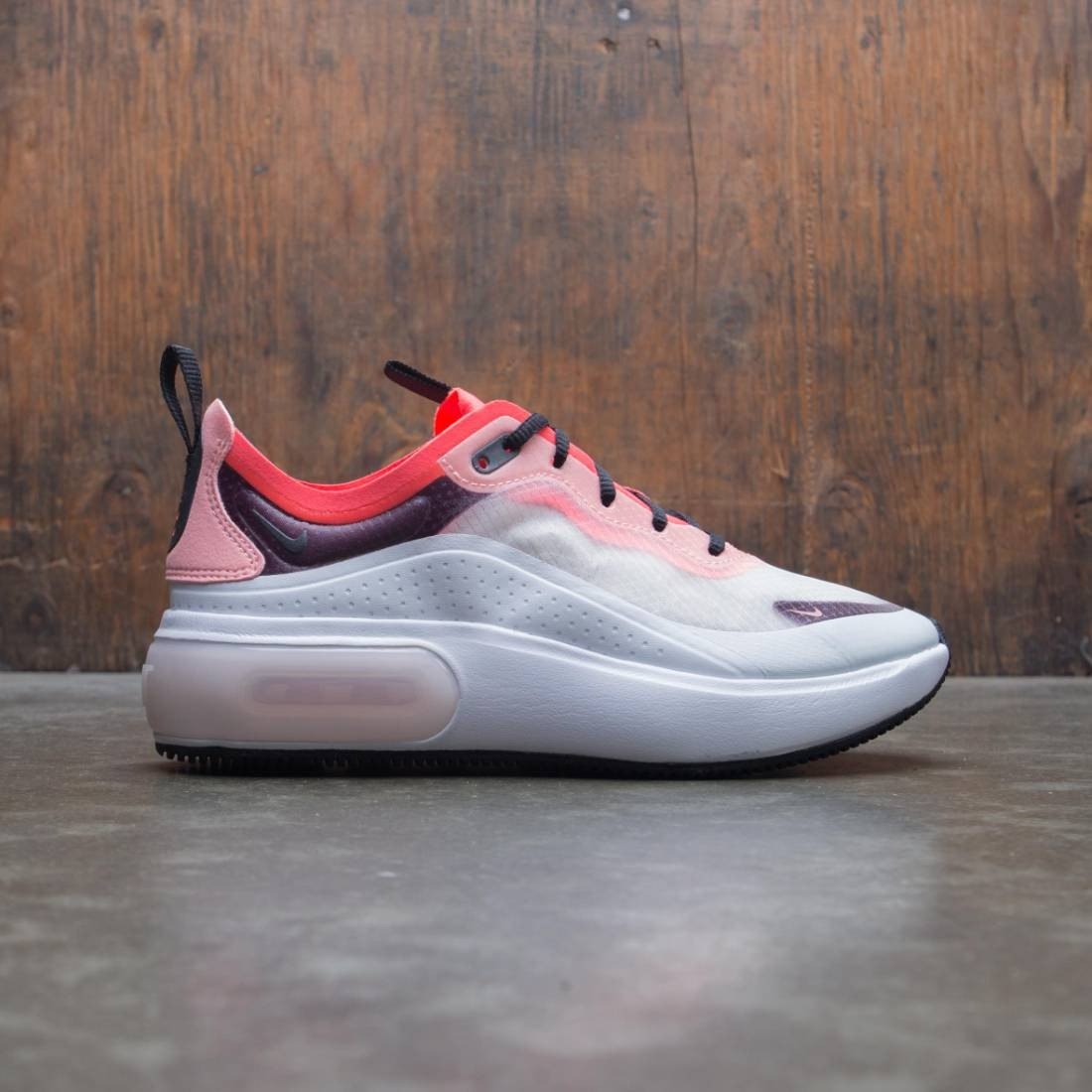 Nike Women W Nike Air Max Dia Se Qs (off white black white flash crimson)