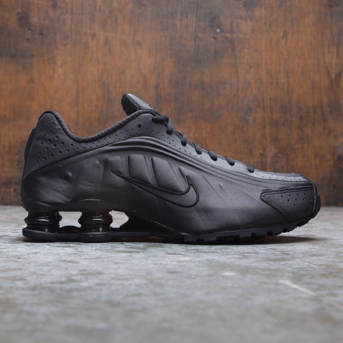 info for b3223 9e6fa Nike Men Shox R4 (black / black-black)