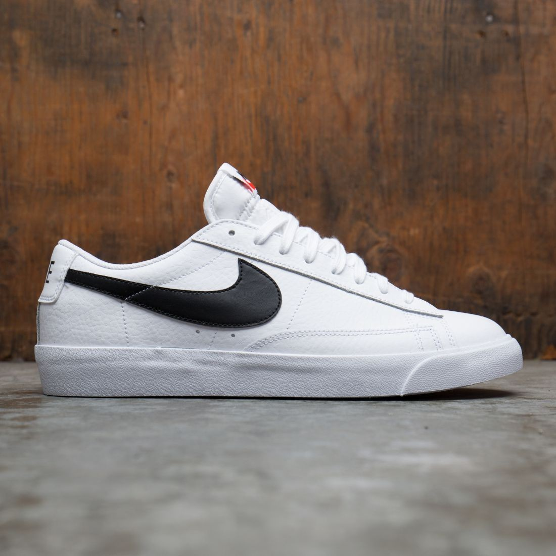 Nike Men Blazer Low (white / black-orange blaze)