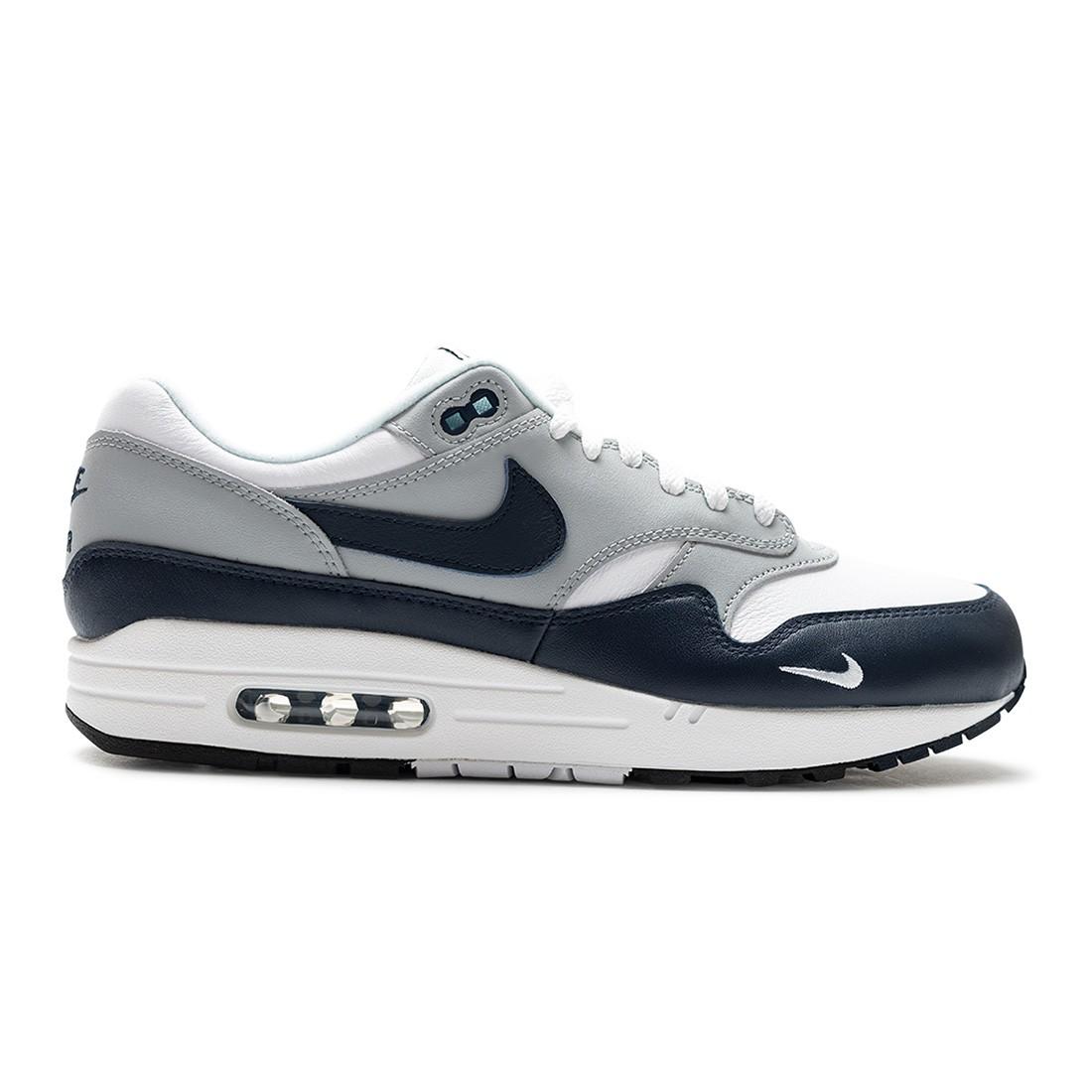Nike Men Air Max 1 Lv8 (white / obsidian-wolf grey-black)
