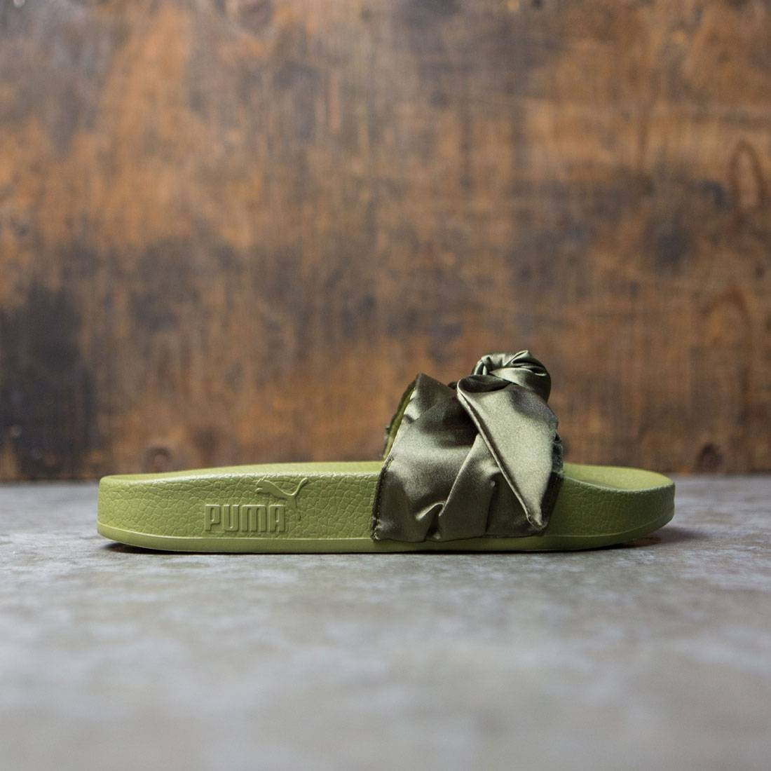 super popular 39249 a3dbc Puma x Fenty By Rihanna Women Bow Slides (olive / silver)