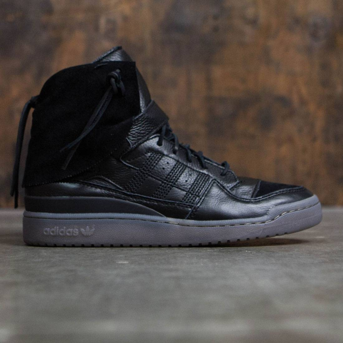 check out e4015 2e65d Adidas Men Forum Hi Moc black core black clay
