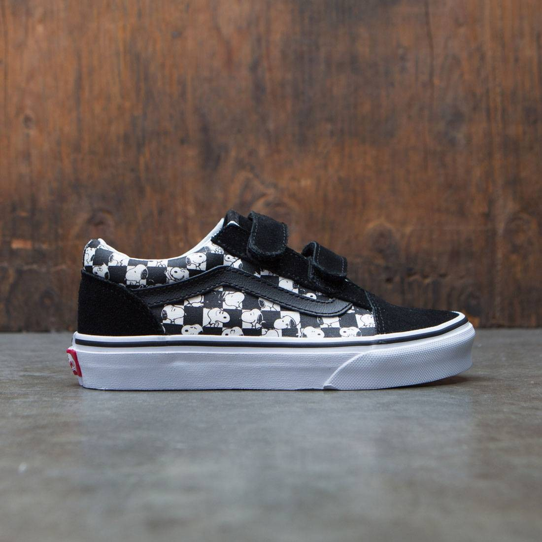 cdd8f14375e Vans x Peanuts Big Kids Old Skool V - Snoopy black checkerboard